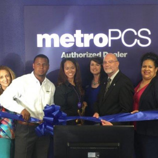 Metro PCS Ribbon Cutting